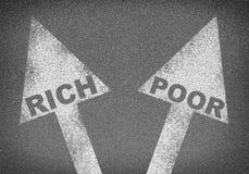 Οδική σύσταση ασφάλτου με δύο βέλη Πλούσιοι λέξεων Στοκ φωτογραφία με δικαίωμα ελεύθερης χρήσης