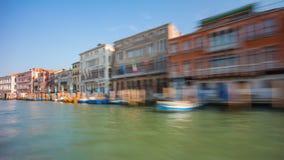 Οδικού ταξιδιού πορθμείων γύρου της Βενετίας μεγάλο χρονικό σφάλμα Ιταλία πανοράματος καναλιών κινούμενο 4k φιλμ μικρού μήκους