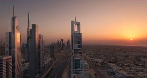 Οδικό ηλιοβασίλεμα του Ντουμπάι Shiekh Zayed Στοκ Φωτογραφίες