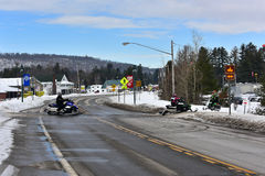 Οδικό πέρασμα οχήματος για το χιόνι στοκ εικόνες