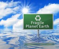 Οδικό σημάδι ανακύκλωσης στην πλημμυρισμένη περιοχή απεικόνιση αποθεμάτων