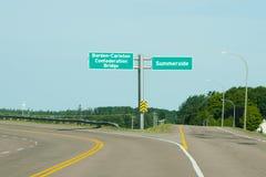Οδικό σημάδι γεφυρών συνομοσπονδίας - PEI - Καναδάς Στοκ Εικόνες