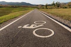 Οδικό σημάδι για τα ποδήλατα και τους ποδηλάτες Στοκ εικόνα με δικαίωμα ελεύθερης χρήσης