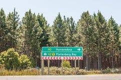 Οδικό σημάδι για το οδικό Ν2 και R102 Στοκ Φωτογραφίες