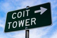 Οδικό σημάδι πύργων Coit στο Σαν Φρανσίσκο Καλιφόρνια ΗΠΑ στοκ φωτογραφία