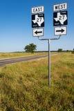 Οδικό σημάδι σε έναν αγροτικό δρόμο στην επαρχία του Τέξας στις ΗΠΑ Στοκ φωτογραφίες με δικαίωμα ελεύθερης χρήσης
