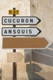 Οδικό σημάδι σε Cucuron και Ansouis από Lourmarin, Προβηγκία Στοκ Φωτογραφία