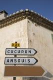 Οδικό σημάδι σε Cucuron και Ansouis από Lourmarin, Προβηγκία Στοκ εικόνα με δικαίωμα ελεύθερης χρήσης