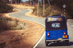 Οδικό ταξίδι Αυτόματη δίτροχος χειράμαξα Tuk-tuk Bajay ή Bajaj στοκ φωτογραφία με δικαίωμα ελεύθερης χρήσης