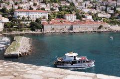 Ο λιμένας στην περιτοιχισμένη πόλη Dubrovnic στην Κροατία Ευρώπη Το Dubrovnik παρονομάζεται το μαργαριτάρι ` της Αδριατικής Στοκ Εικόνες