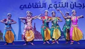Ο ινδικός λαϊκός χορός παρουσιάζει τη νύχτα στοκ φωτογραφία