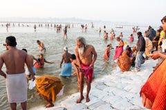 Ο ινδός πρεσβύτερος προέρχεται από το νερό Στοκ φωτογραφία με δικαίωμα ελεύθερης χρήσης