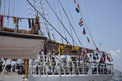 ο Ισημερινός σημαιοστολίζει το ναυτικό πλέοντας σκάφος ψηλό Στοκ φωτογραφία με δικαίωμα ελεύθερης χρήσης