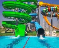 Ολισθαίνοντες ρυθμιστές Aquapark, πάρκο aqua, πάρκο νερού Στοκ Εικόνες