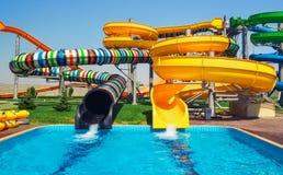Ολισθαίνοντες ρυθμιστές Aquapark, πάρκο aqua Στοκ Φωτογραφία
