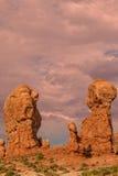Ο ισορροπημένος βράχος σχηματίζει αψίδα το εθνικό τοπίο πάρκων Στοκ εικόνα με δικαίωμα ελεύθερης χρήσης