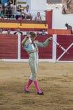 Ο ισπανικός ταυρομάχος Manuel Escribano που βάζει τις σημαίες κατά τη διάρκεια του α στοκ φωτογραφία με δικαίωμα ελεύθερης χρήσης