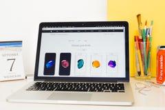 Ο ιστοχώρος υπολογιστών της Apple που επιδεικνύει το iphone 7 τελειώνει Στοκ εικόνες με δικαίωμα ελεύθερης χρήσης