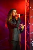 Ο ιταλικός τραγουδιστής Danielle Lamberto που αποδίδει στη σκηνή κατά τη διάρκεια της μεγάλης μουσικής της Apple απονέμει τη συνα Στοκ Εικόνα