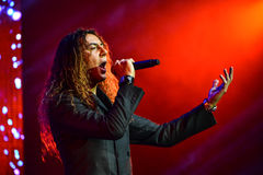 Ο ιταλικός τραγουδιστής Danielle Lamberto που αποδίδει στη σκηνή κατά τη διάρκεια της μεγάλης μουσικής της Apple απονέμει τη συνα Στοκ Εικόνες