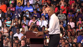 Ο κάτοικος των ΗΠΑ Barack Obama συναντιέται με τους σπουδαστές του αναμνηστικού πανεπιστημίου της Φλώριδας