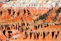 Ο κέδρος σπάζει τους σχηματισμούς βράχου Γιούτα Στοκ Εικόνες
