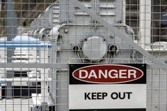 ο κίνδυνος κρατά έξω το σημ στοκ φωτογραφία με δικαίωμα ελεύθερης χρήσης