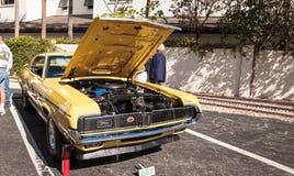 Ο κίτρινος υδράργυρος Cougar του 1969 στο 32$ο ετήσιο κλασικό αυτοκίνητο αποθηκών της Νάπολης παρουσιάζει στοκ εικόνα