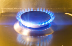 Ο καίγοντας φανός στη σόμπα αερίου στοκ φωτογραφίες με δικαίωμα ελεύθερης χρήσης