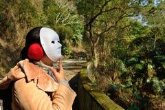 Ο καθένας έχει εδώ μια μάσκα; φυσικά Στοκ φωτογραφία με δικαίωμα ελεύθερης χρήσης