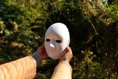 Ο καθένας έχει εδώ μια μάσκα; φυσικά Στοκ Φωτογραφία