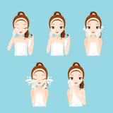 Ο καθαρισμός κοριτσιών και φροντίζει το πρόσωπό της με τις διάφορες ενέργειες καθορισμένες Στοκ εικόνα με δικαίωμα ελεύθερης χρήσης