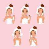 Ο καθαρισμός κοριτσιών και φροντίζει το πρόσωπό της με τις διάφορες ενέργειες καθορισμένες Στοκ Εικόνα