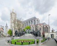Ο καθεδρικός ναός Αγίου Bavo από το J Van Eyck Square είναι ένας γοτθικός καθεδρικός ναός στη Γάνδη στοκ εικόνες με δικαίωμα ελεύθερης χρήσης