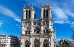 Ο καθεδρικός ναός της Notre Dame στην ηλιόλουστη ημέρα, Παρίσι, Γαλλία Στοκ Εικόνες