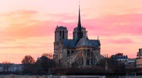 Ο καθεδρικός ναός της Notre Dame στο ηλιοβασίλεμα, Παρίσι, Γαλλία Στοκ Εικόνες