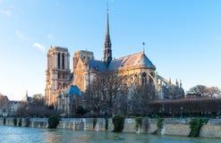 Ο καθεδρικός ναός της Notre Dame το βράδυ, Παρίσι, Γαλλία Στοκ εικόνα με δικαίωμα ελεύθερης χρήσης