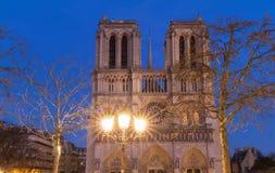 Ο καθεδρικός ναός της Notre Dame το βράδυ, Παρίσι, Γαλλία Στοκ Φωτογραφίες