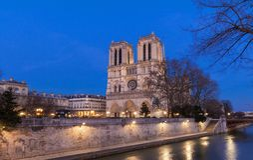 Ο καθεδρικός ναός της Notre Dame το βράδυ, Παρίσι, Γαλλία Στοκ φωτογραφίες με δικαίωμα ελεύθερης χρήσης