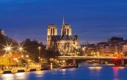 Ο καθεδρικός ναός της Notre Dame το βράδυ, Παρίσι, Γαλλία Στοκ Εικόνες