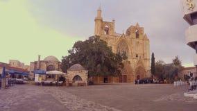 Ο καθεδρικός ναός του μουσουλμανικού τεμένους πασάδων του Άγιου Βασίλη/Lala Mustafa είναι το μεγαλύτερο μεσαιωνικό κτήριο σε Fama φιλμ μικρού μήκους