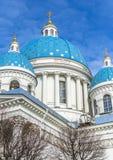 Ο καθεδρικός ναός της ιερής ζωής τριάδας φρουρεί το σύνταγμα Izmailovsky Στοκ φωτογραφίες με δικαίωμα ελεύθερης χρήσης