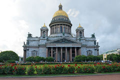 Ο καθεδρικός ναός του ST Isaac και η ανάπτυξη αυξήθηκαν στο s του ST Isaac Στοκ Εικόνα