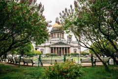 Ο καθεδρικός ναός του ST Isaac ` s είναι η μεγαλύτερη Ορθόδοξη Εκκλησία στη Αγία Πετρούπολη Τοποθετημένος στο τετράγωνο του ST Is Στοκ φωτογραφία με δικαίωμα ελεύθερης χρήσης