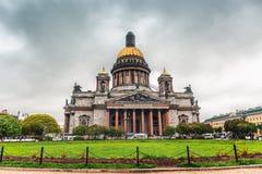 Ο καθεδρικός ναός του ST Isaac ` s είναι η μεγαλύτερη Ορθόδοξη Εκκλησία στη Αγία Πετρούπολη Τοποθετημένος στο τετράγωνο του ST Is Στοκ Εικόνες