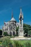 Ο καθεδρικός ναός notre-κυρία de Παρίσι, ο τετραγωνικός Jean ΧΧΙΙΙ και Στοκ Εικόνες