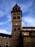 Ο καθεδρικός ναός Santa MarÃa de Mdiavilla και του πύργου κουδουνιών του Στοκ Εικόνες