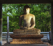 Ο καθμένος ιερός Βούδας σε Mihintale Στοκ φωτογραφίες με δικαίωμα ελεύθερης χρήσης