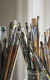 ο καλλιτέχνης βουρτσίζ&epsilo Στοκ εικόνες με δικαίωμα ελεύθερης χρήσης