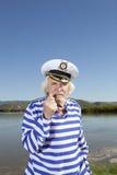 Ο καπετάνιος καπνίζει έναν σωλήνα Στοκ φωτογραφίες με δικαίωμα ελεύθερης χρήσης